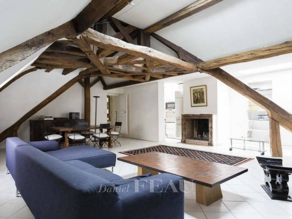 Paris 4th District – A magnificent 3-bed apartment in a listed private mansion