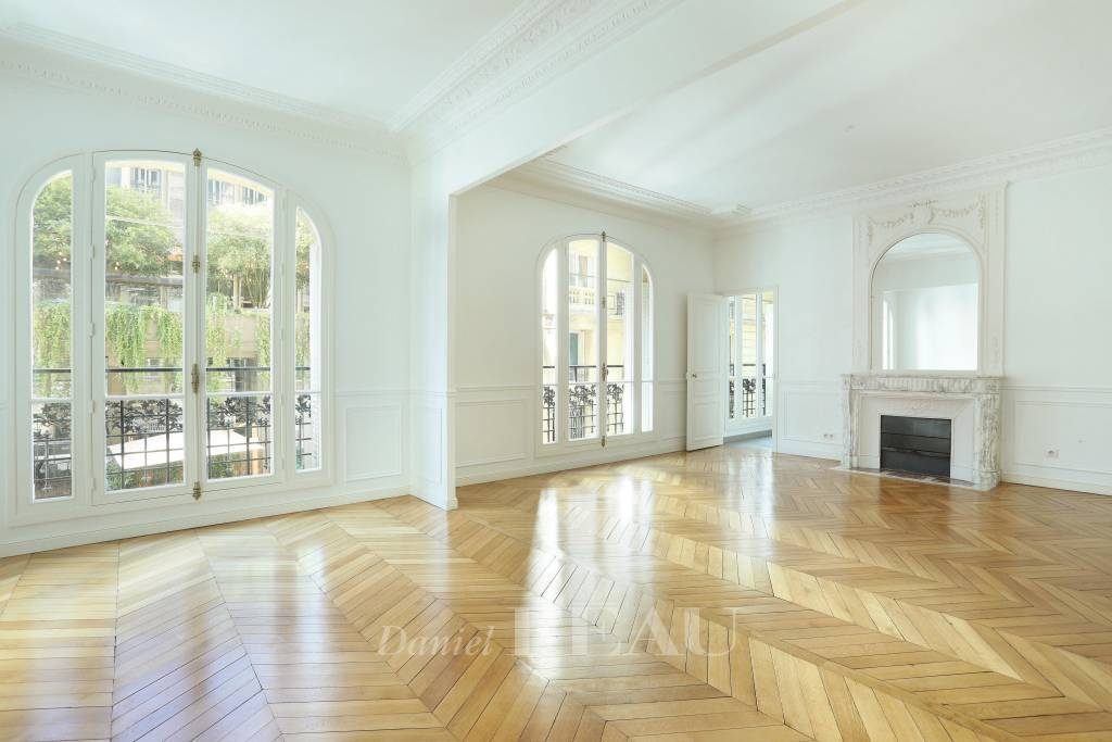 Paris 16th District – An entirely renovated 4-bed apartment