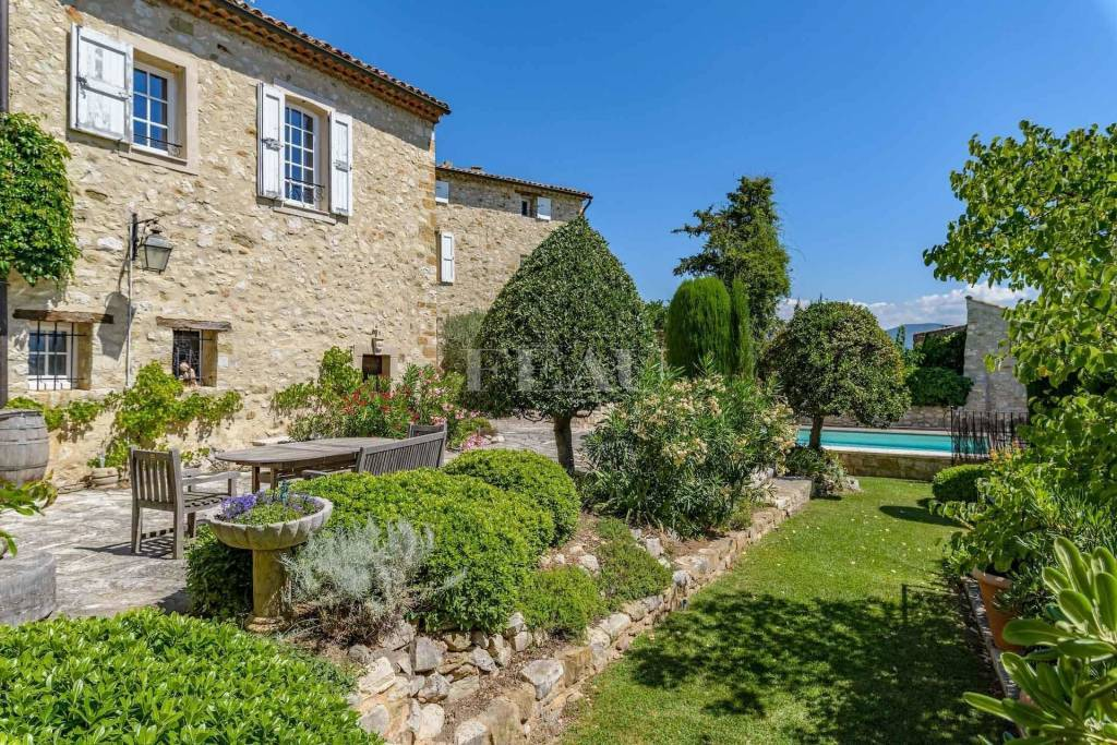 Forcalquier – A 16th century property enjoying a panoramic view