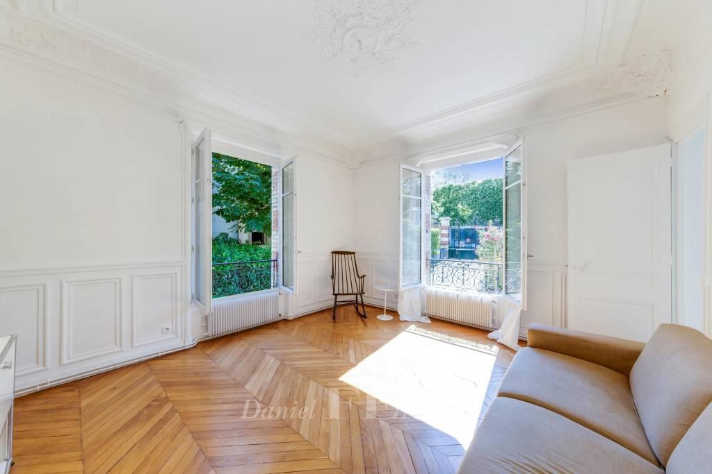 Saint-Cloud - Montretout - Deux chambres.