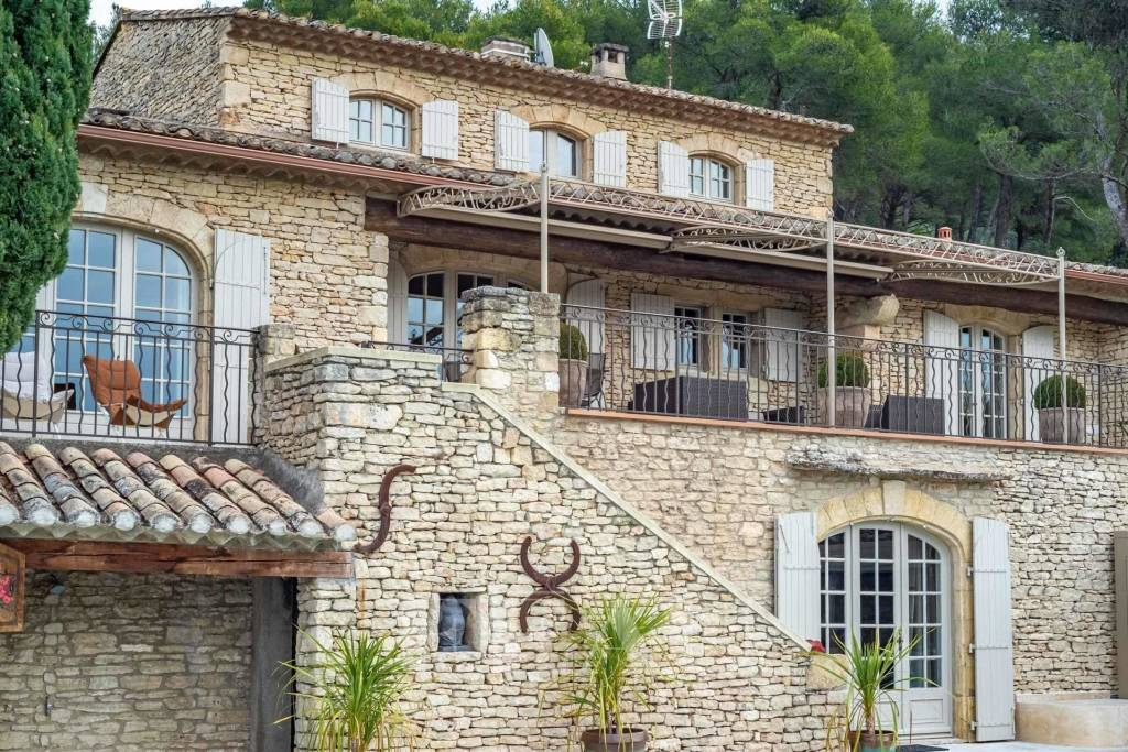Southern Luberon – A superb stone-built property