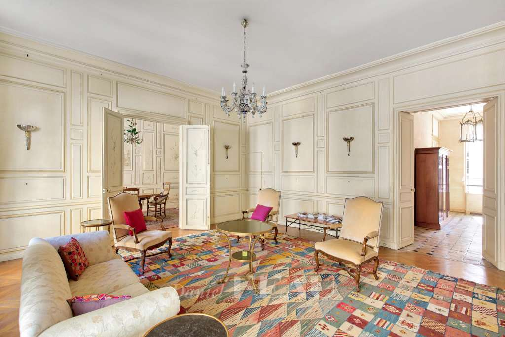 Salon, parquet point de Hongrie, boiseries