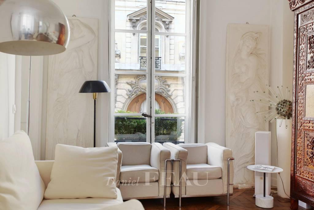 Paris VI - Appartement rue du Cherche-Midi/Croix Rouge