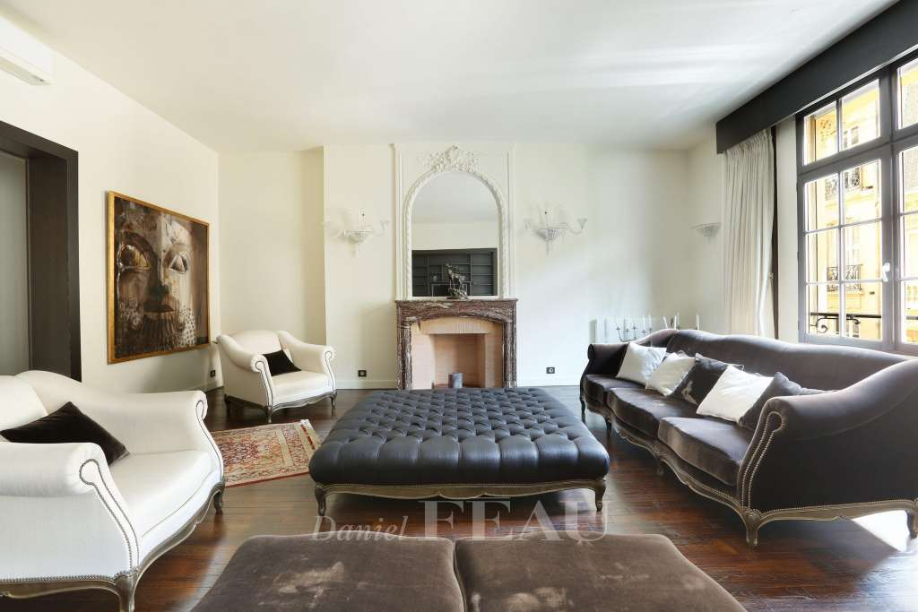 Paris 16th District – A furnished three-bed apartment