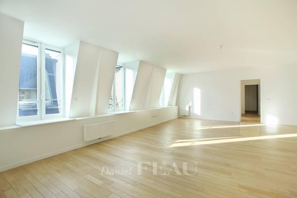 Paris 16th District – A renovated 4-bed duplex apartment