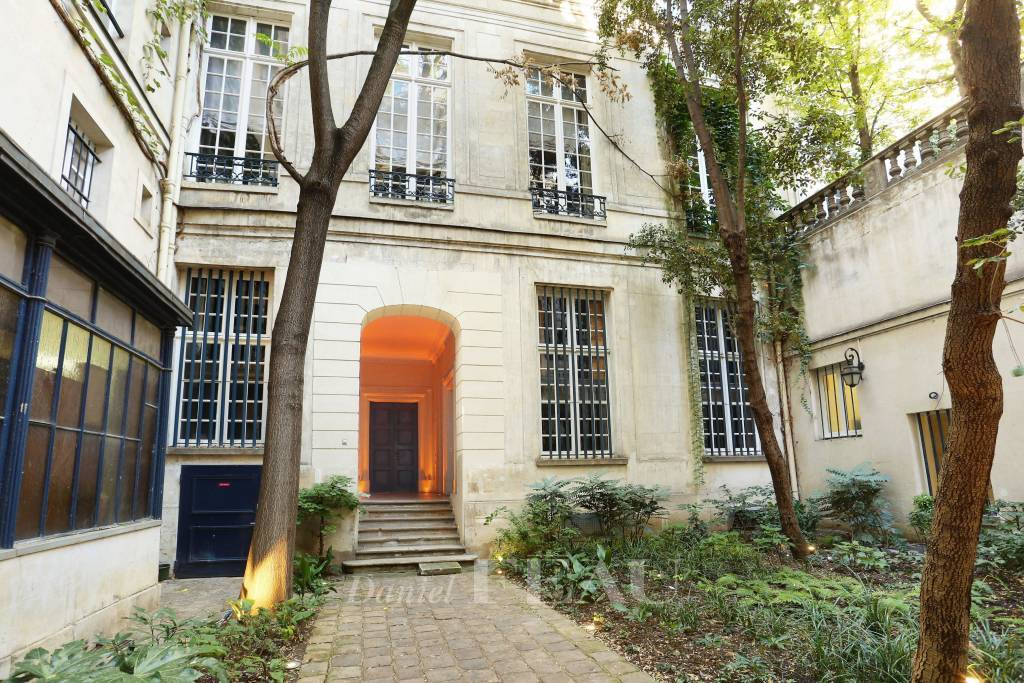 Paris 2nd District – A superb 2-bed apartment a stone's throw from Palais Royal