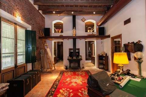Salon Hauteur sous plafond Cheminée Carrelage