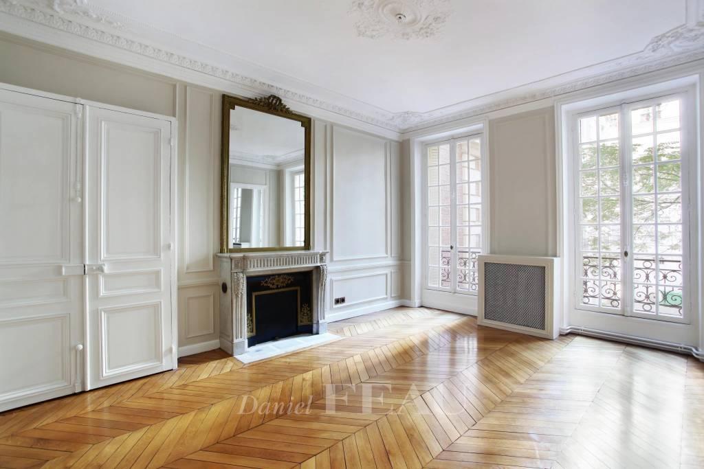 Paris VIIIe - Rue Royale.