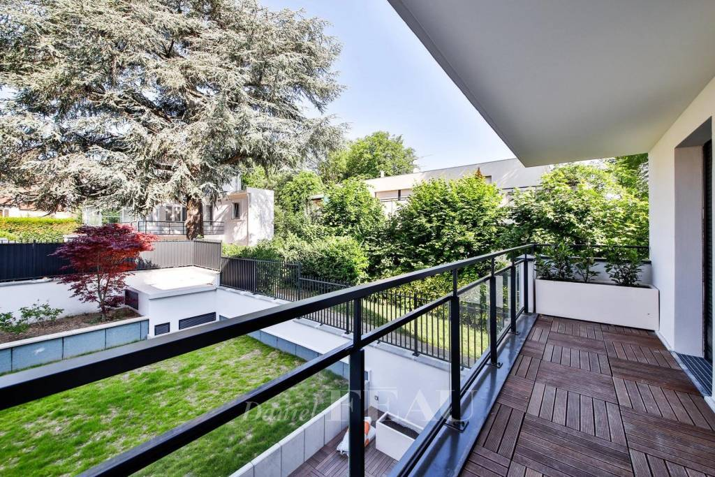 Saint-Cloud  -  A 3-room apartment with a terrace and balcony