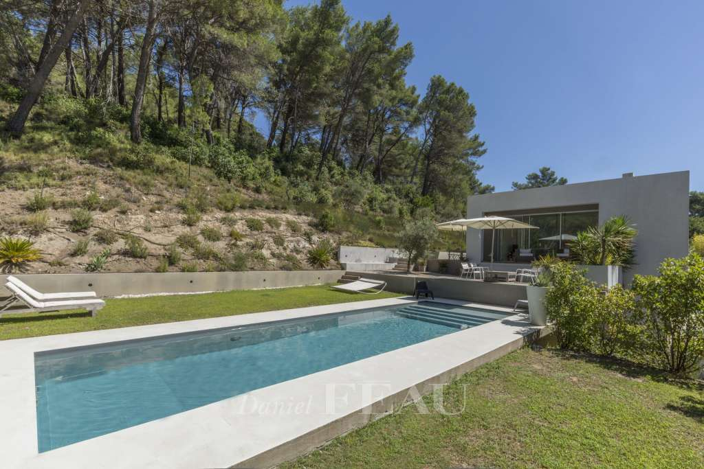 Saint Marc Jaumegarde – A superb property just next to Aix en Provence