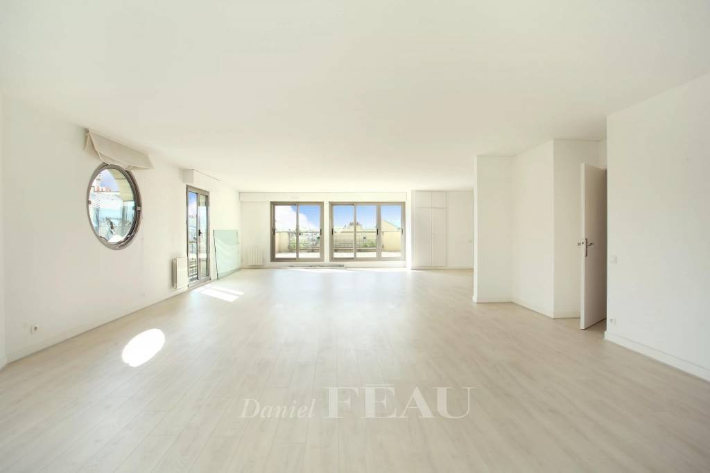 Paris 16th District – A 5-bed apartment with a terrace