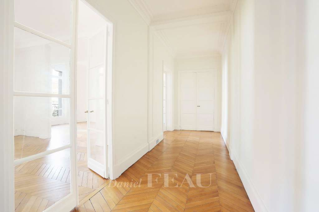 Paris 16th District – A renovated 3-bed apartment
