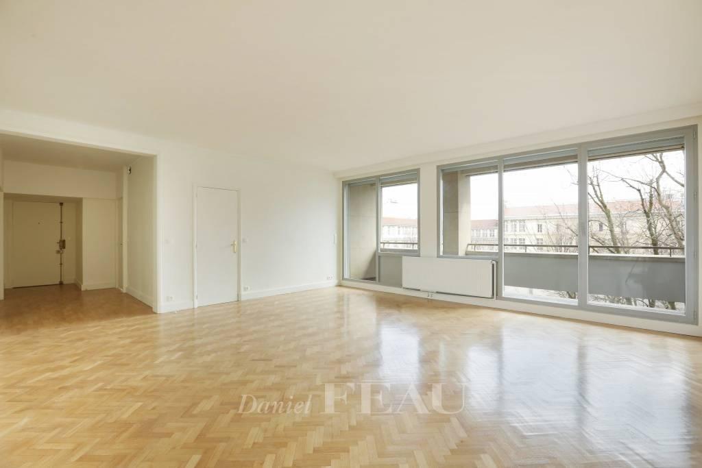 Paris 7th District – A spacious 3-bed apartment - Avenue Bosquet