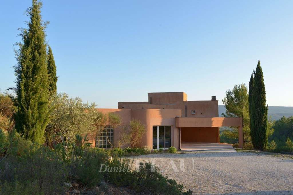 Luberon North  -  A contemporary property enjoying a view