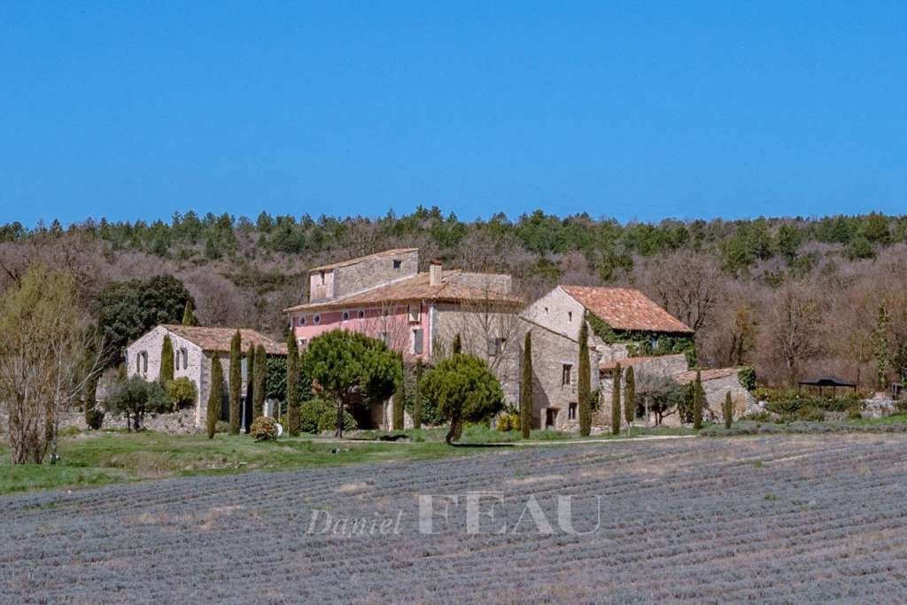 Grand Luberon – A superb property enjoying an open view