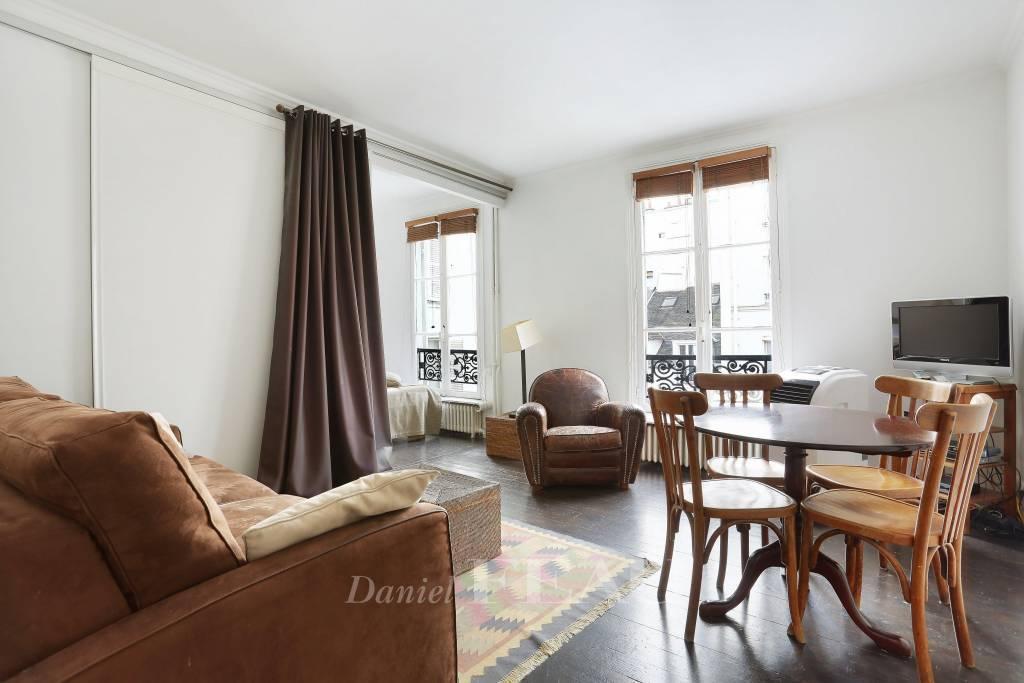 Paris 7th District - Rue de Verneuil.