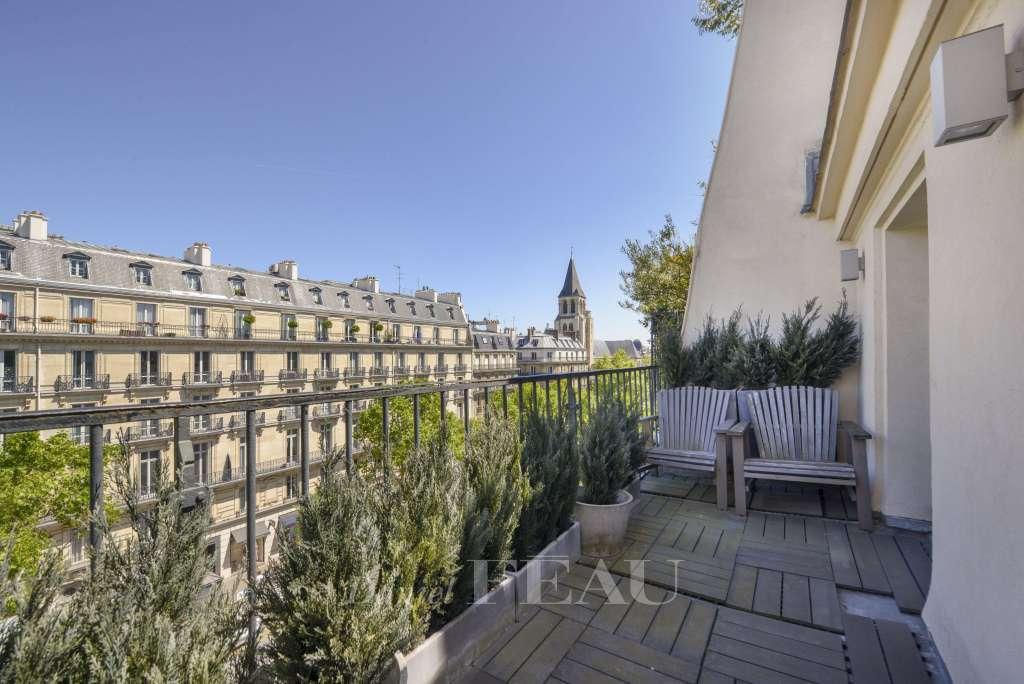 Terrasse et vue sur l'Eglise Saint-Germain