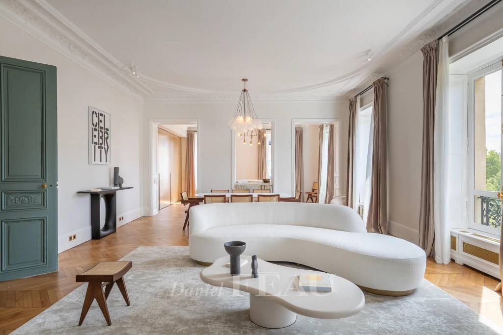 Paris 16th District – An entirely renovated 3-bed apartment