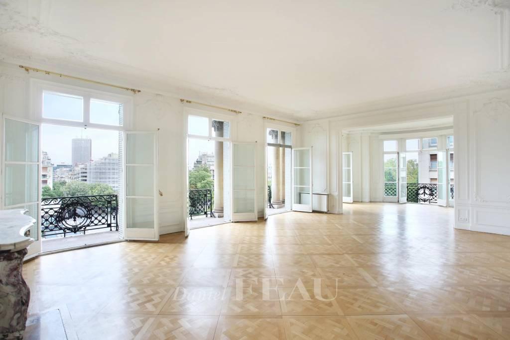 Paris 16th District – A superb 4-bed apartment