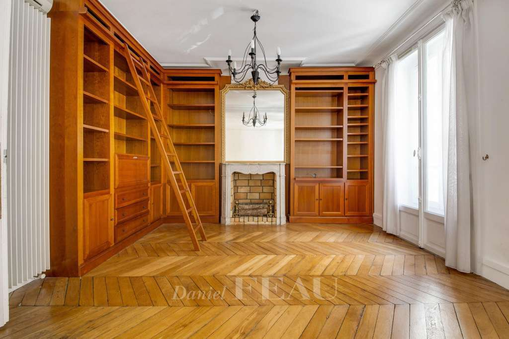 Paris 16th District – An over 80 sqm two-bed apartment