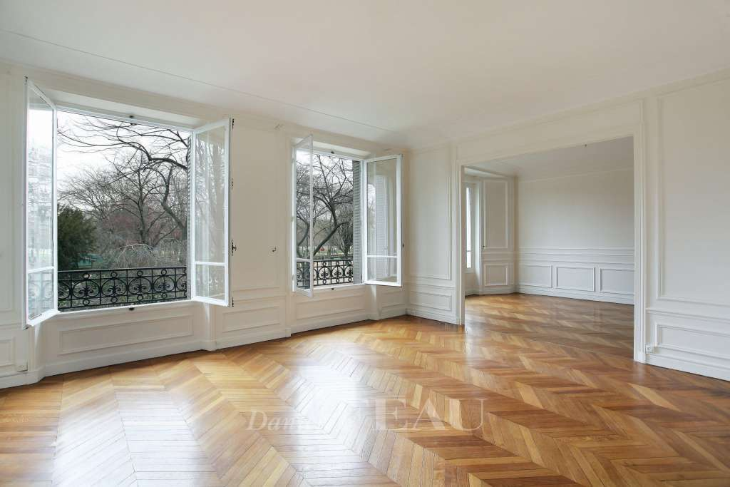 Paris 7th District – A spacious 3-bed apartment in a prime location