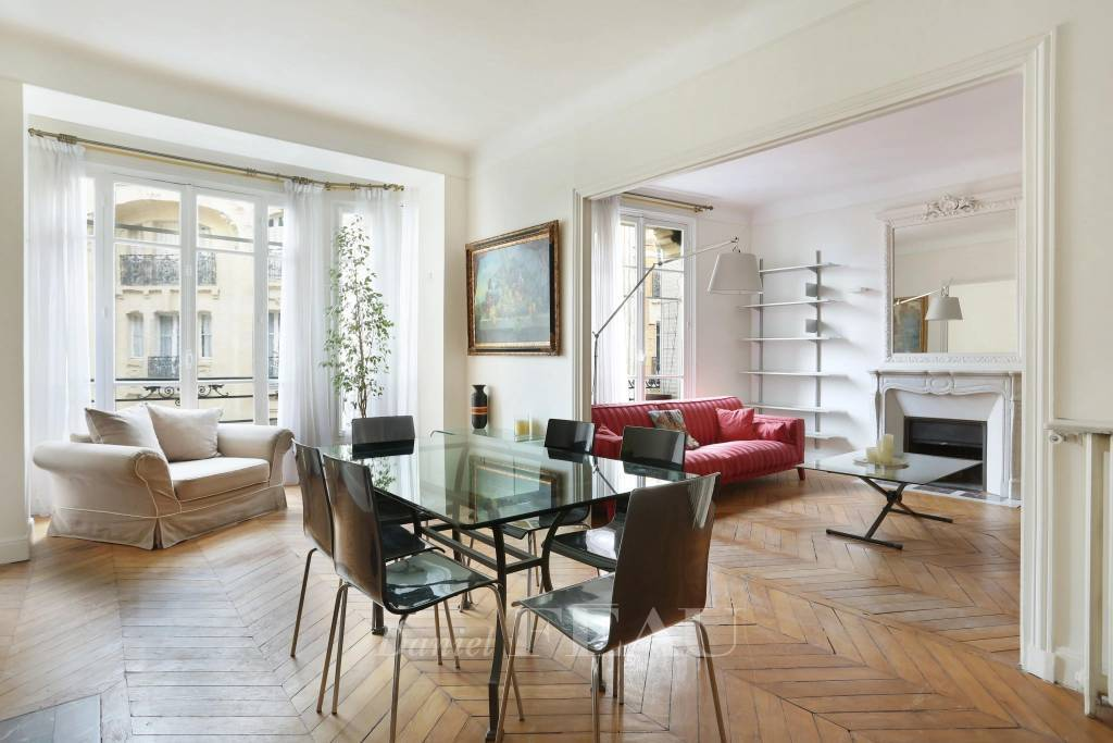 Paris 16th District – A three-bed apartment rented furnished
