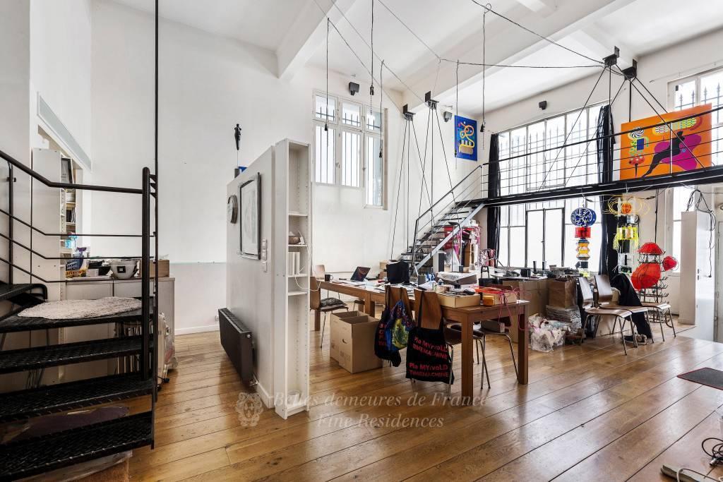 Entrance High ceiling Wooden floor