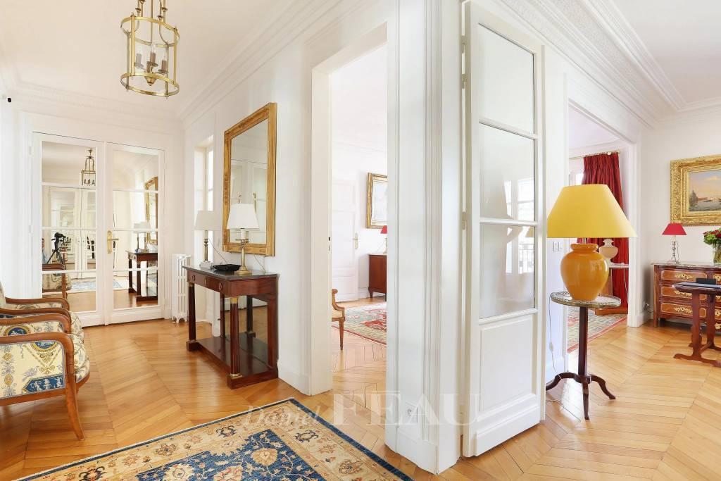 Neuilly - Mairie - quatre ou cinq chambres