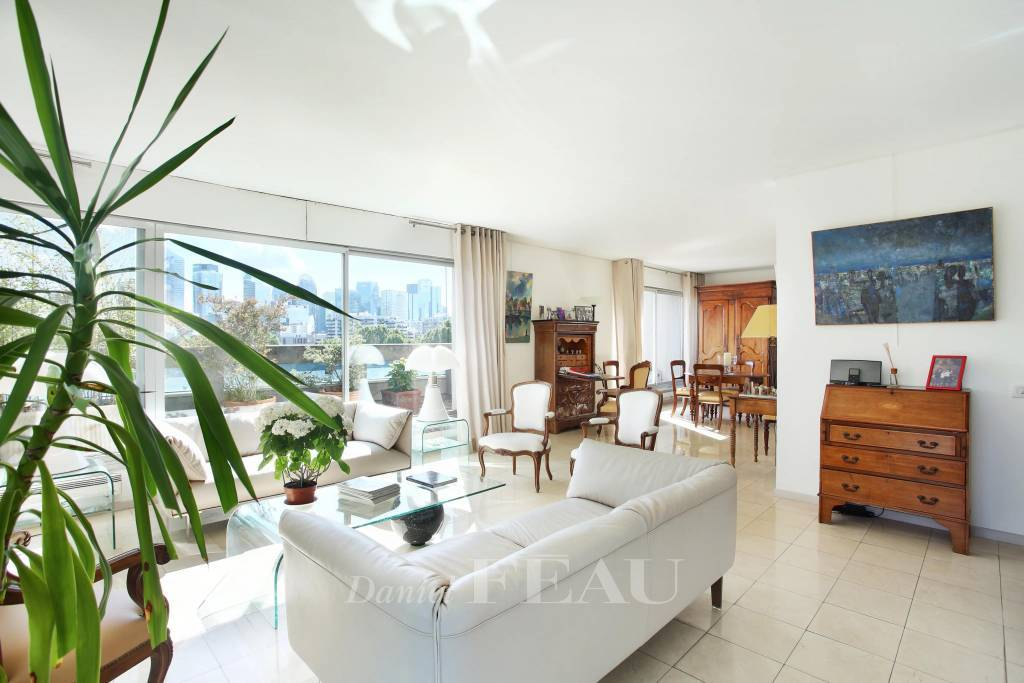Neuilly-sur-Seine – A 4-bed apartment with a 100 sqm terrace