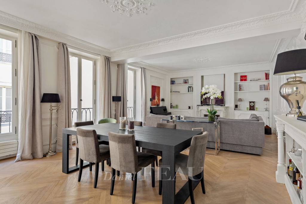 Living-room/dining-room, wooden floor, mouldings, fireplace