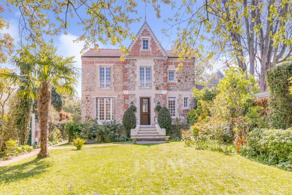 Saint-Cloud  -  A superb 4-bed property with a garden
