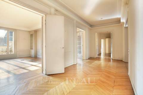 Entrance Wood floors