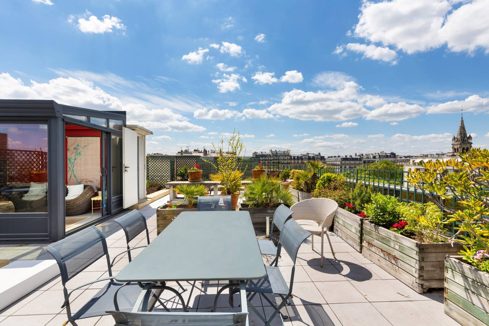 Immobilier - Comment le Covid-19 fait monter la cote des balcons, terrasses, jardins