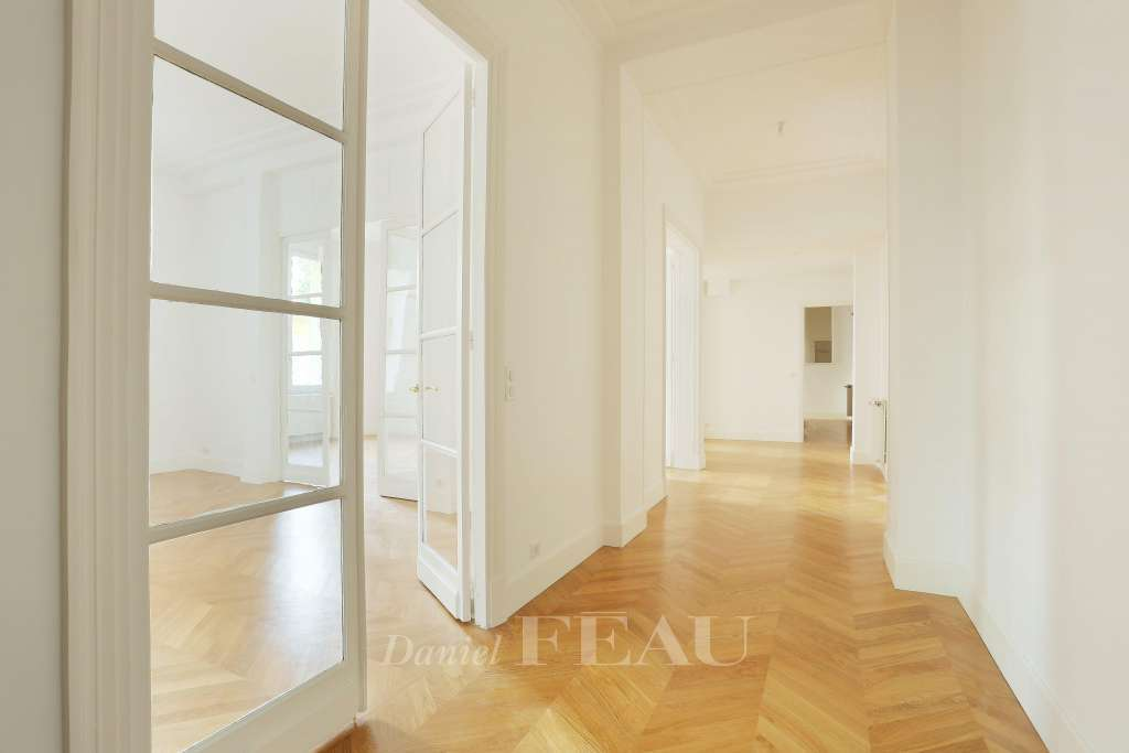 Hallway Wood floors Sliding windows