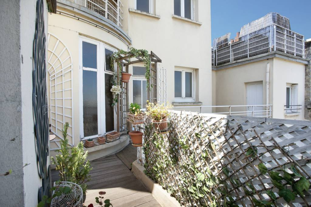 Neuilly-sur-Seine  -  A perfect pied a terre with a terrace and balcony
