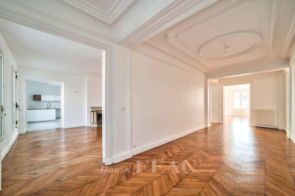 Paris 17th District – A magnificent family apartment