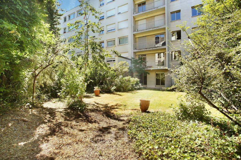 Neuilly-sur-Seine - A 4-bed apartment with gardens