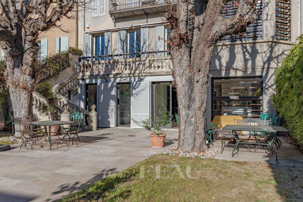 Aix en Provence – A spacious apartment with a garden