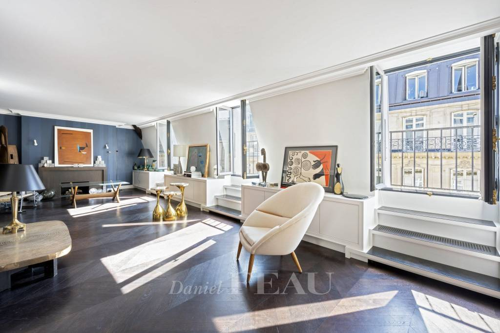 Paris 8th District – A superbly renovated 2/3 bed apartment