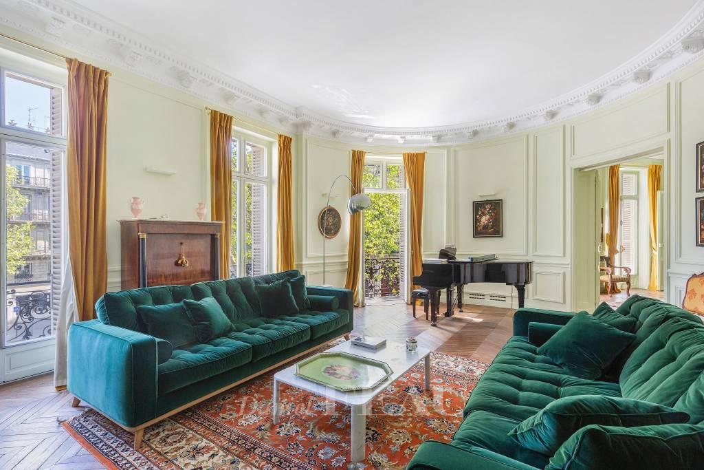 Living room, herringbone parquet flooring, mouldings
