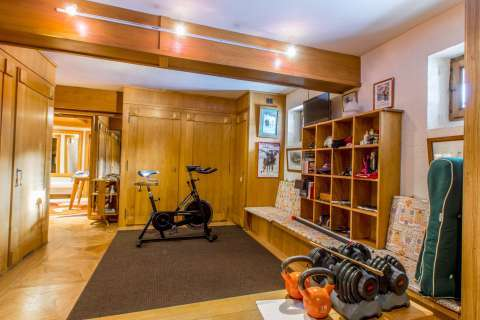 Exercise room Tile Wood floors