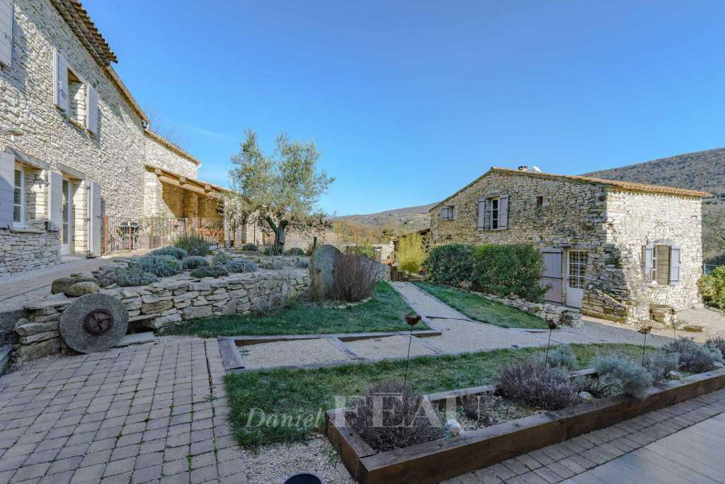 Forcalquier – A stone-built property