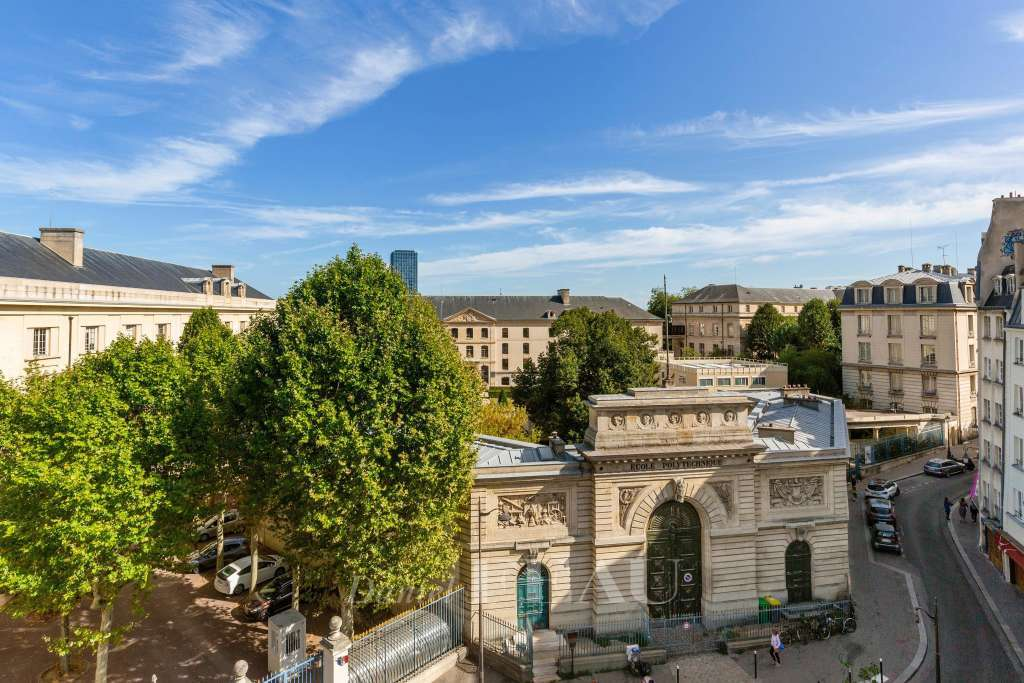 Paris 5th District – A very bright pied a terre in a prime location