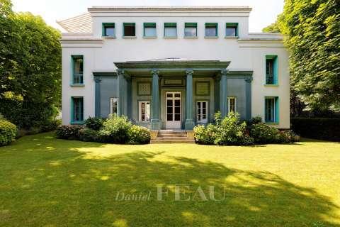 Sale Mansion Paris 16th