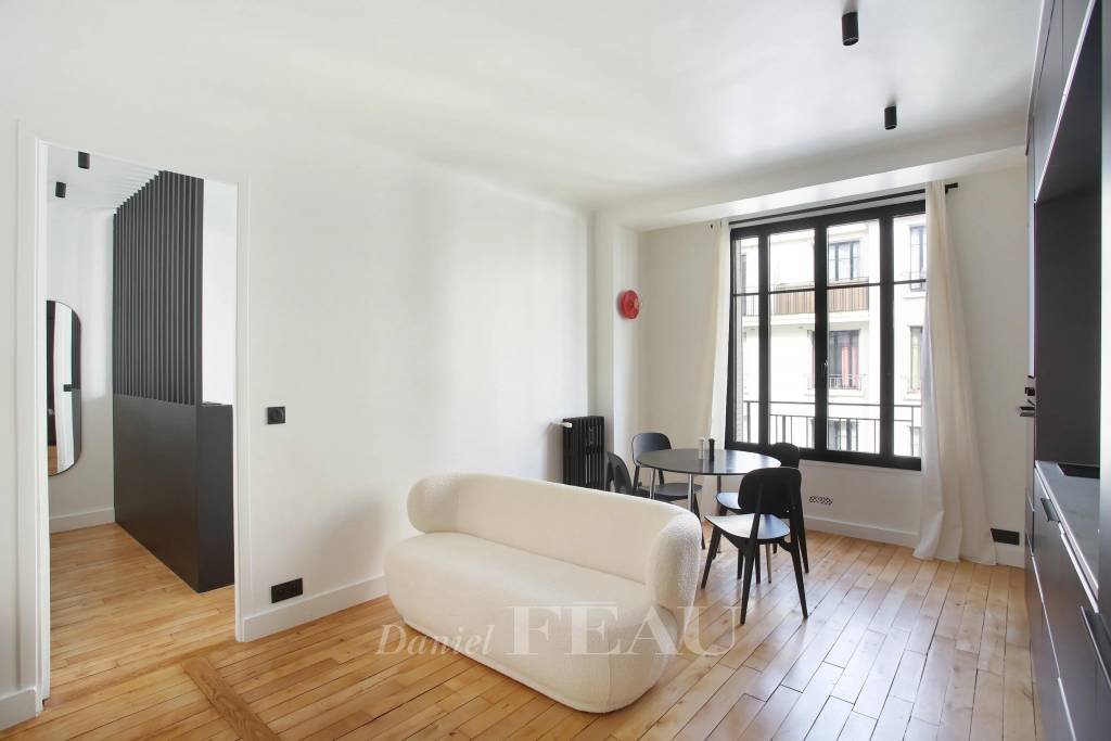 Boulogne North – A renovated two-room apartment