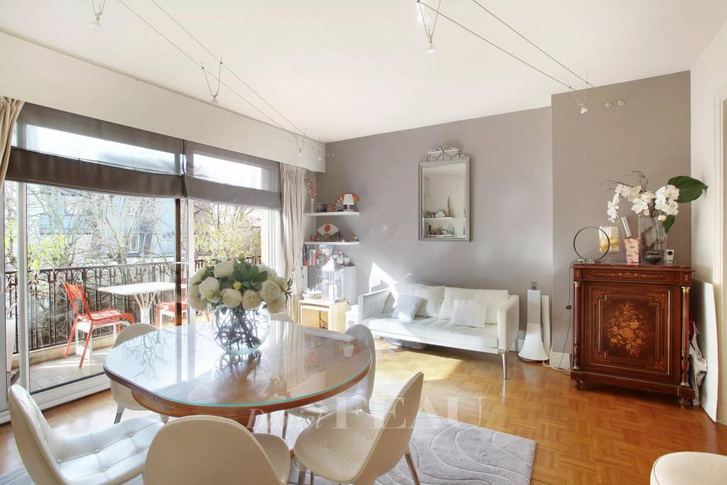 Neuilly-sur-Seine  -  A 2-bed apartment with a balcony