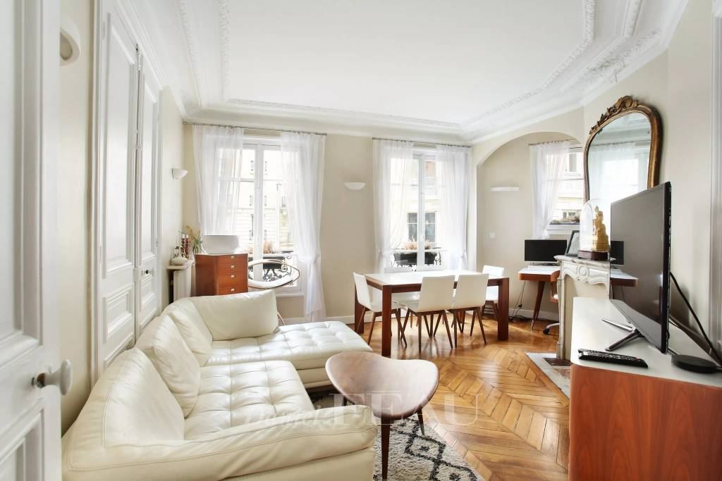 Paris 16th District – A furnished 2-bed apartment