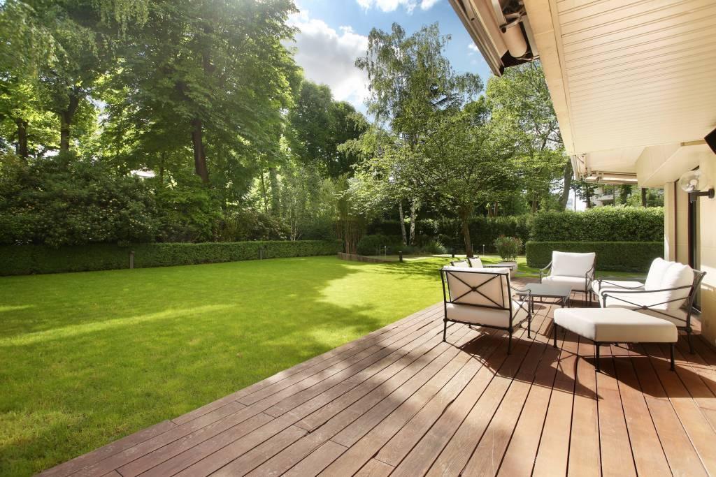 Neuilly-sur-Seine  -  An exceptional apartment with a 700 sqm garden