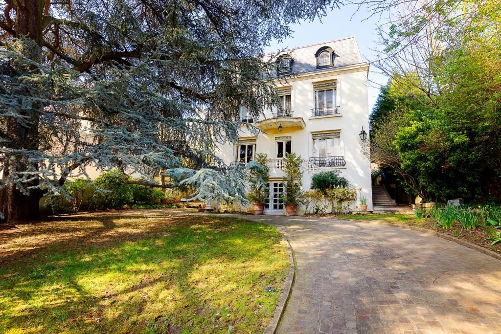Saint-Cloud. A magnificent period property
