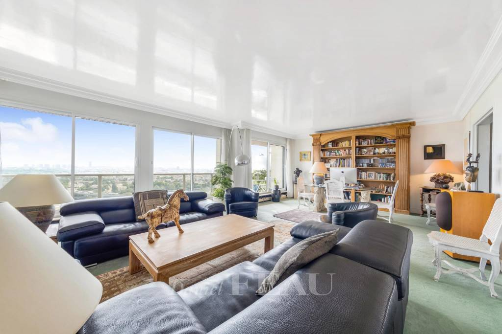 Saint-Cloud  -  A 2-bed apartment with a terrace commanding a magical view